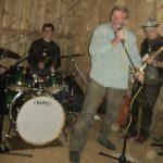 Guy Mackenzie singing with Ben Davis and the Thunderbirds